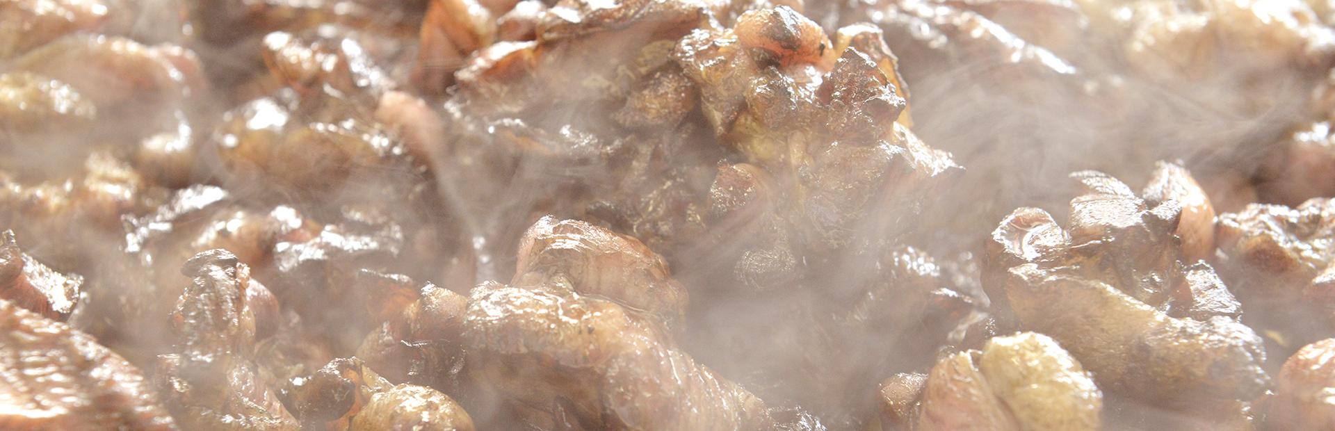 お酒がすすむ ご飯もすすむ 宮崎の美味しい鶏をお届け こだわりの本格・炭火焼、手羽ギョウザなど美味しい鳥料理がご家庭で手軽にお楽しみいただけます。
